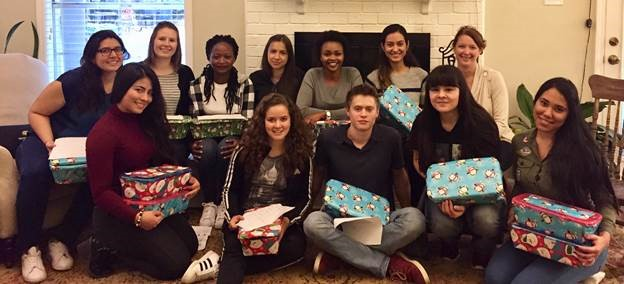 au pairs volunteer with operation christmas child
