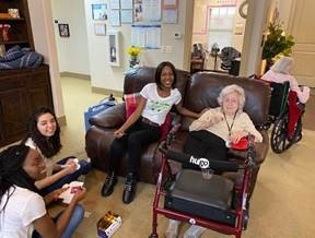 au pairs volunteering at senior citizen home