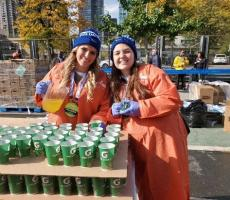 AuPairCare au pairs volunteer at the 2019 NYC Marathon